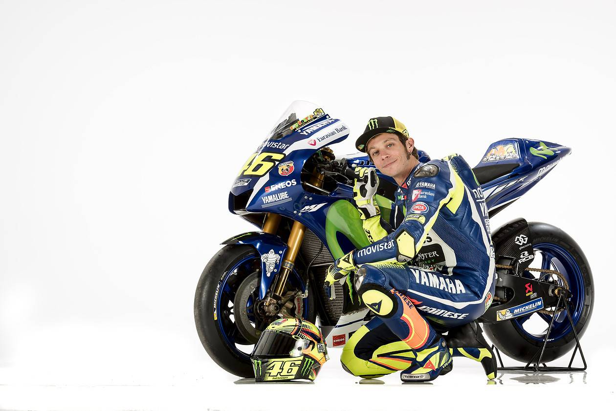 Rossi and Lorenzo Yamaha YZR-M1 MotoGP Bikes in Dozens of Pics - autoevolution
