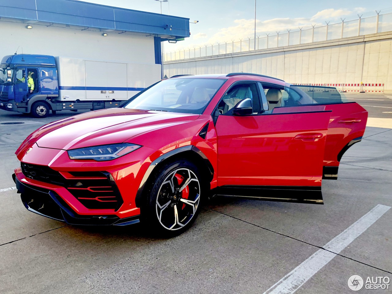Lamborghini Urus Gets Offroad Package Rendering Looks More Like The Lm002 Autoevolution