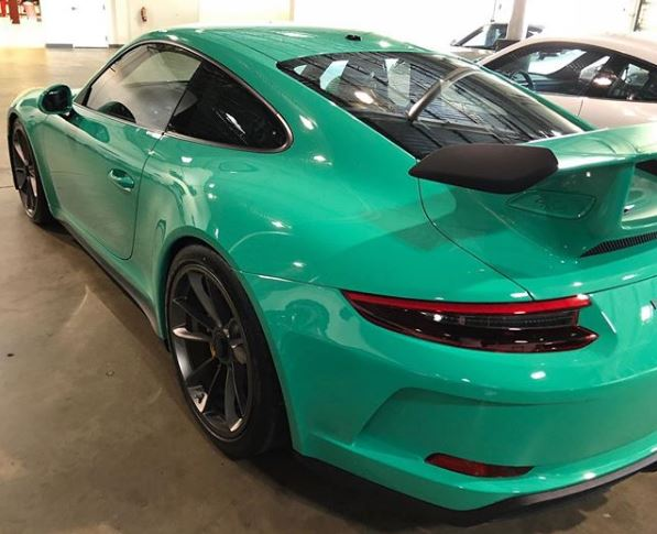 Ruby Star 2018 Porsche 911 Gt3 Looks The Part In Oman Autoevolution