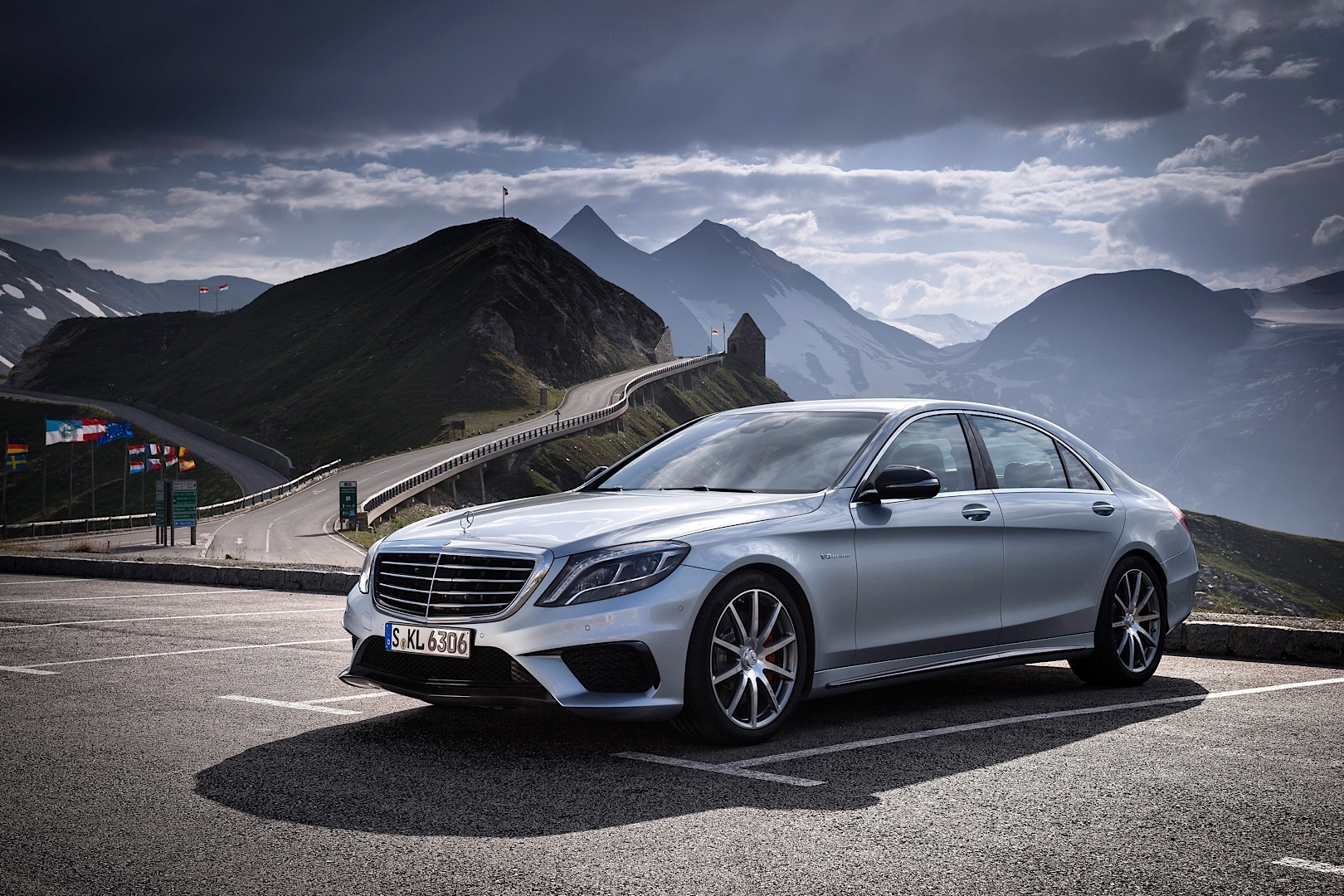 s 63 amg w222 gets reviewed by car driver autoevolution. Black Bedroom Furniture Sets. Home Design Ideas
