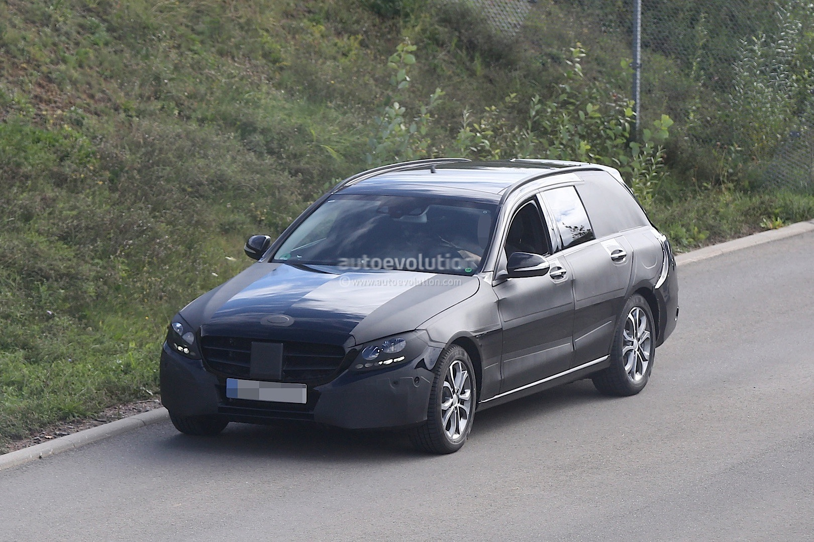 s205 c class estate spied for the first time autoevolution. Black Bedroom Furniture Sets. Home Design Ideas