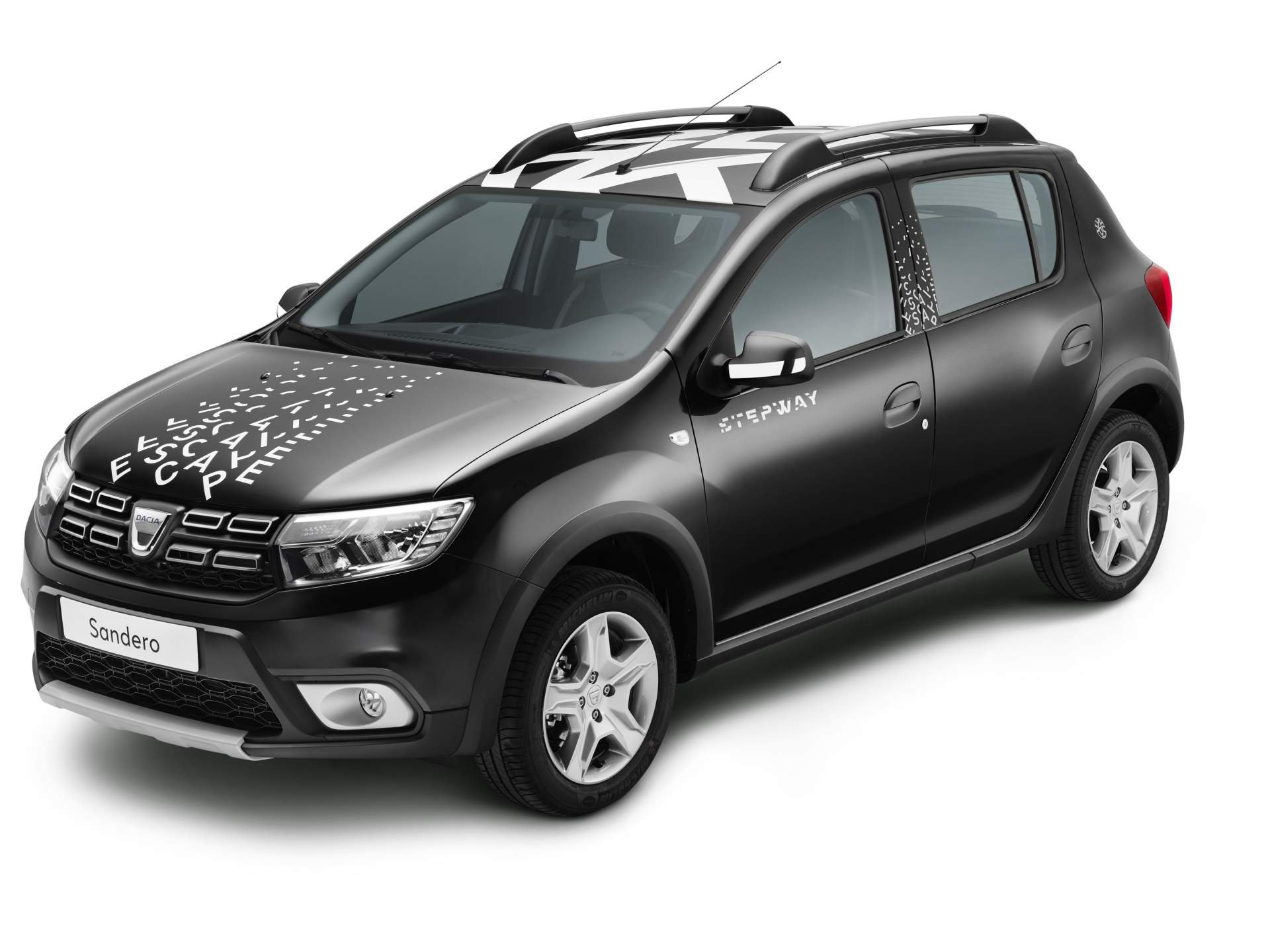 dacia sandero stepway escape limited to 400 examples. Black Bedroom Furniture Sets. Home Design Ideas