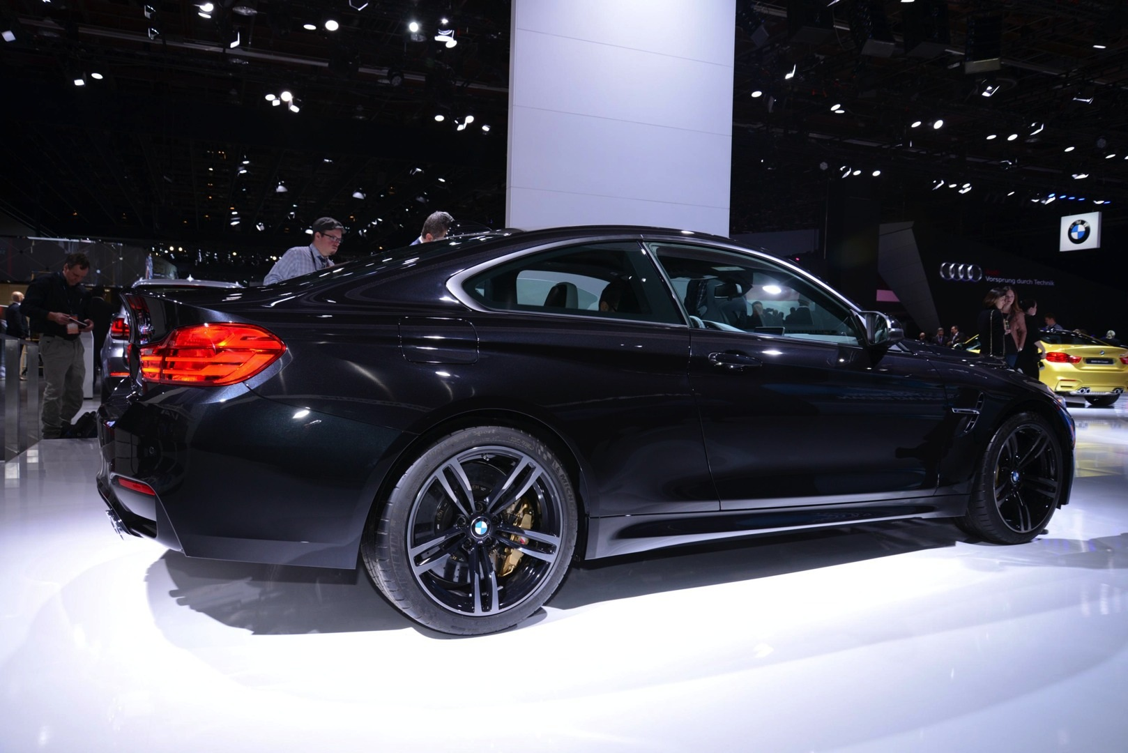 Sapphire Black Bmw M4 Looks Brilliant At 2014 Naias Live Photos Autoevolution
