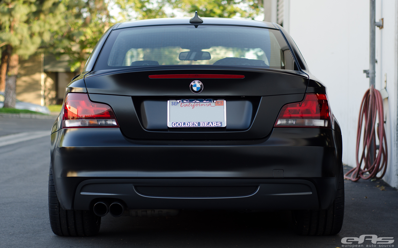 satin black bmw e82 135i actually looks good autoevolution. Black Bedroom Furniture Sets. Home Design Ideas
