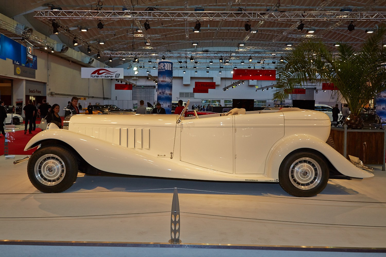 Sbarro Royale Is Not A Bad Replica Of The Bugatti Type 41