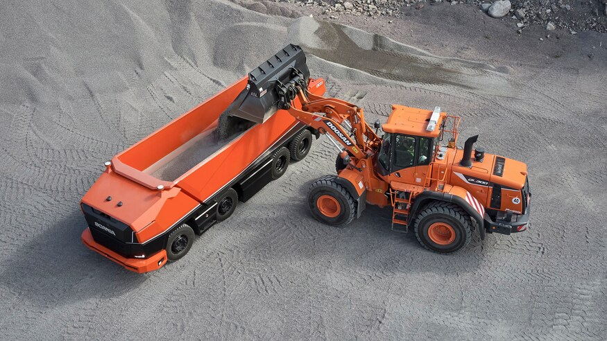 mezzo d'opera cava cantiere AXL SCANIA Scanias-axl-driverless-truck-is-cab-less-extremely-versatile_3