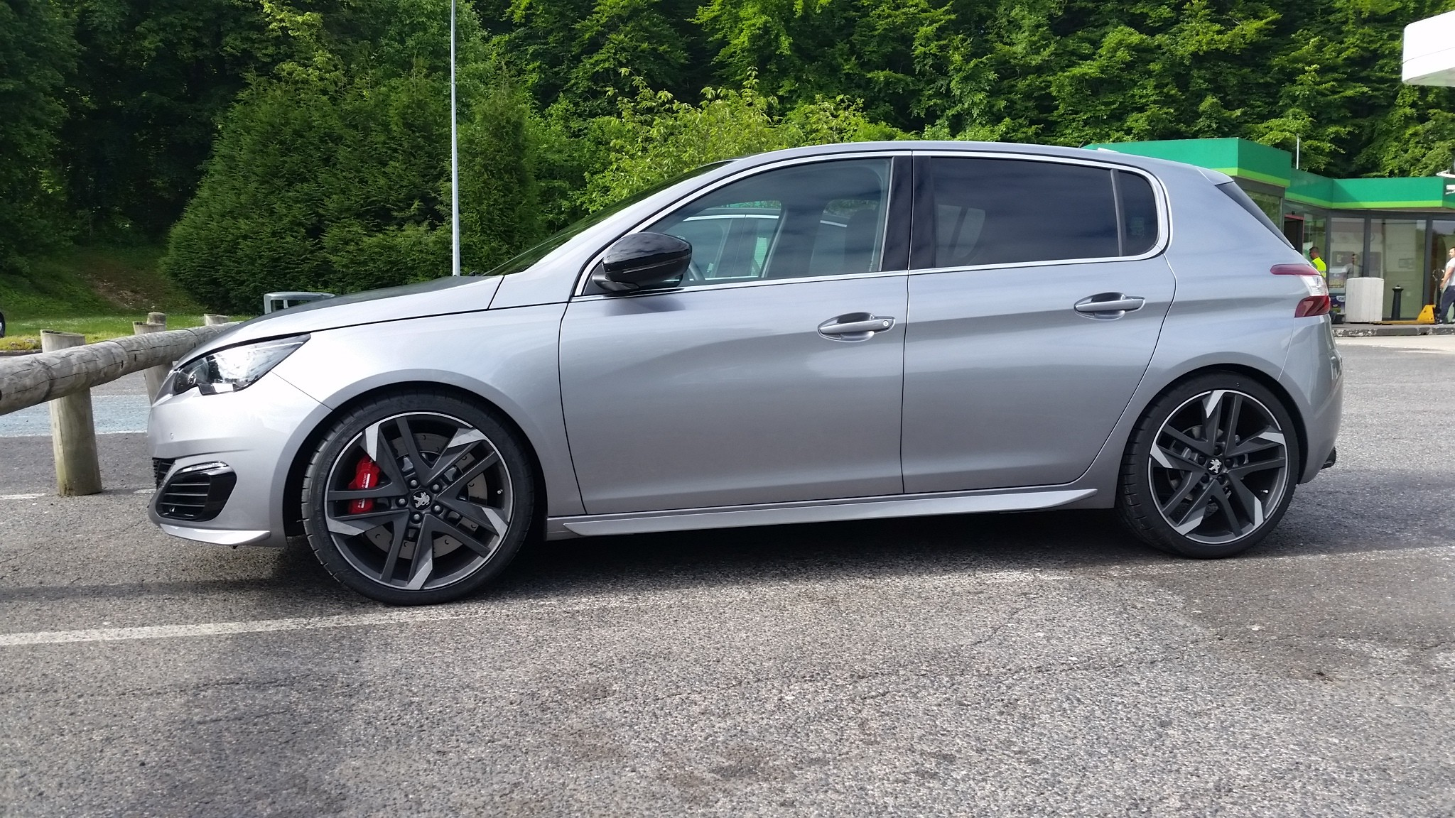scoop: peugeot 308 gti will have 250 and 270 hp, weighs just 1,205