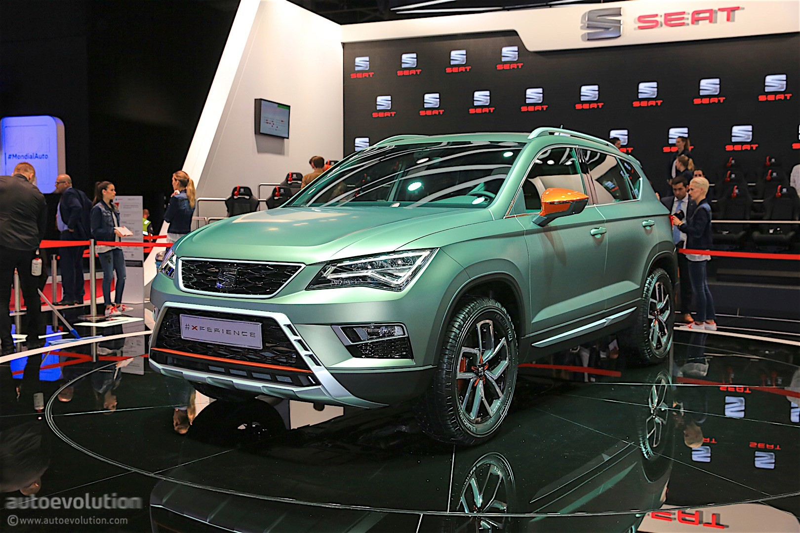 seat announces 2017 offensive in paris new ibiza arona crossover and leon face autoevolution. Black Bedroom Furniture Sets. Home Design Ideas