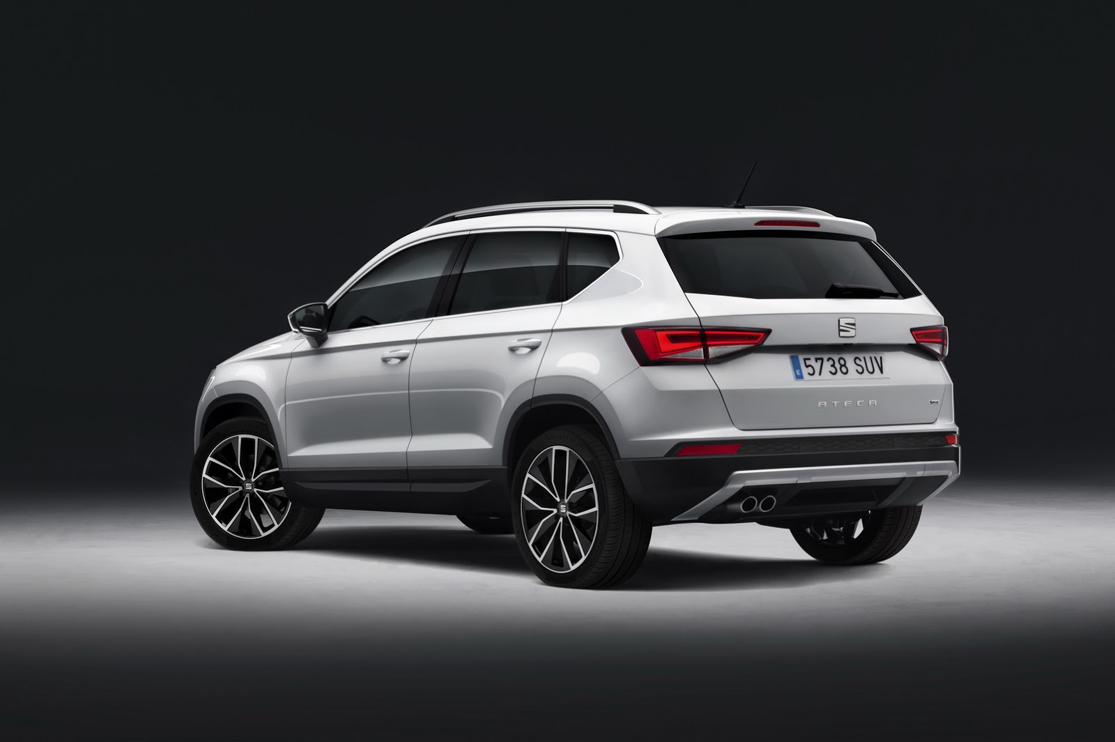 seat ateca awarded 2016 crossover of the year is a sponsored post autoevolution. Black Bedroom Furniture Sets. Home Design Ideas
