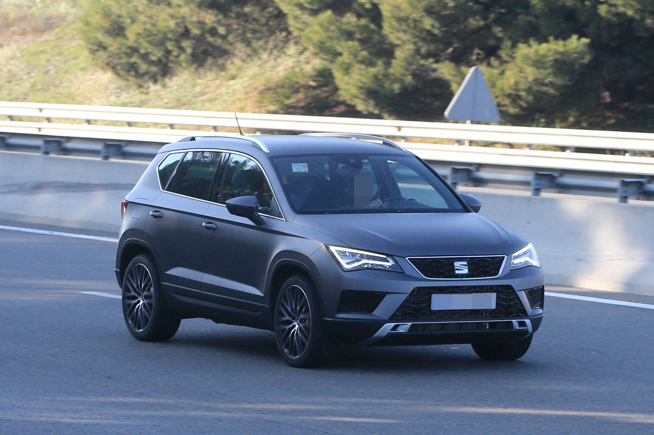 SEAT Ateca Cupra Spied in Full View While Testing in Spain - autoevolution