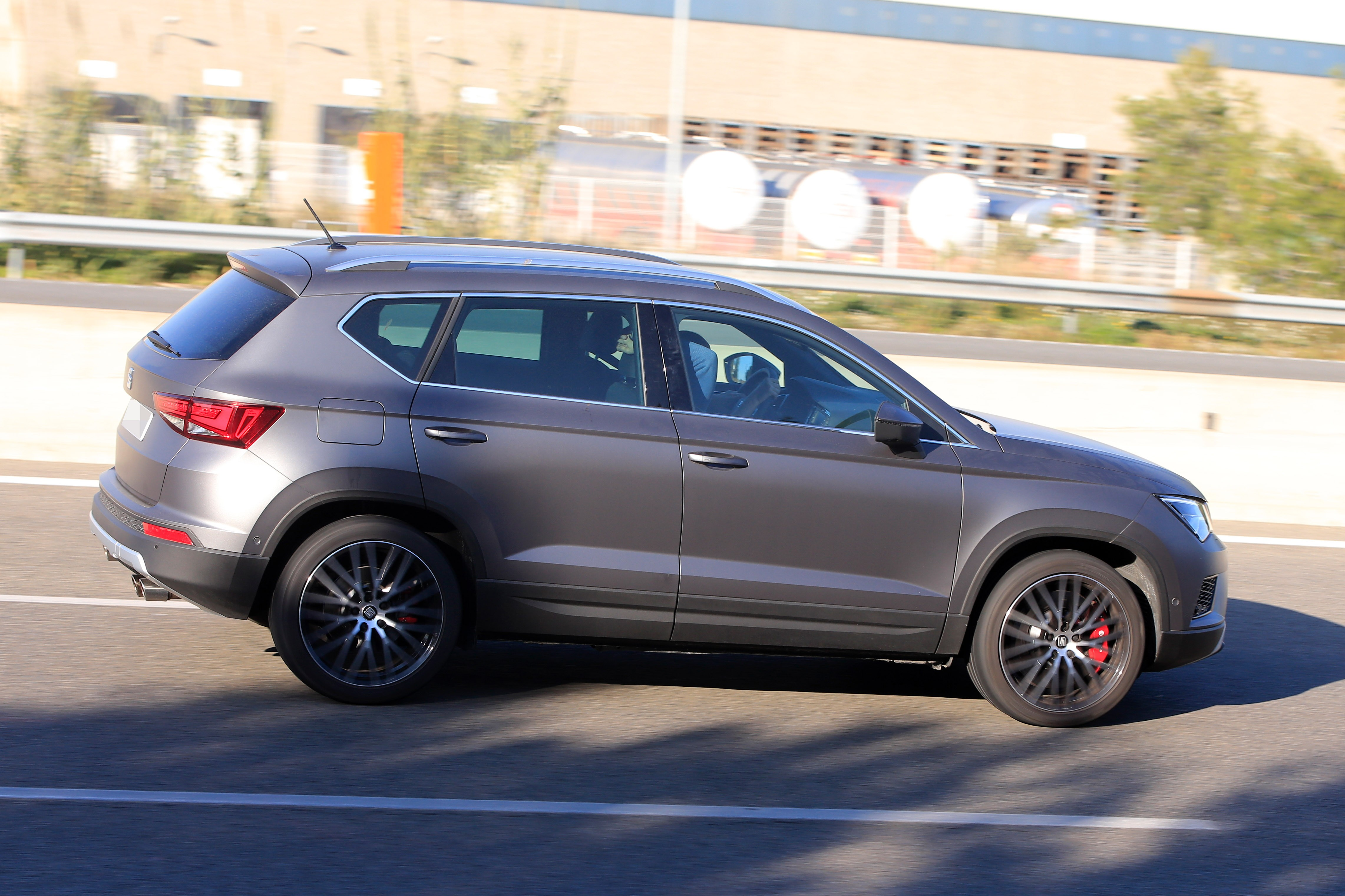 2016 - [Seat] Ateca - Page 21 Seat-ateca-cupra-spied-in-full-view-while-testing-in-spain_6