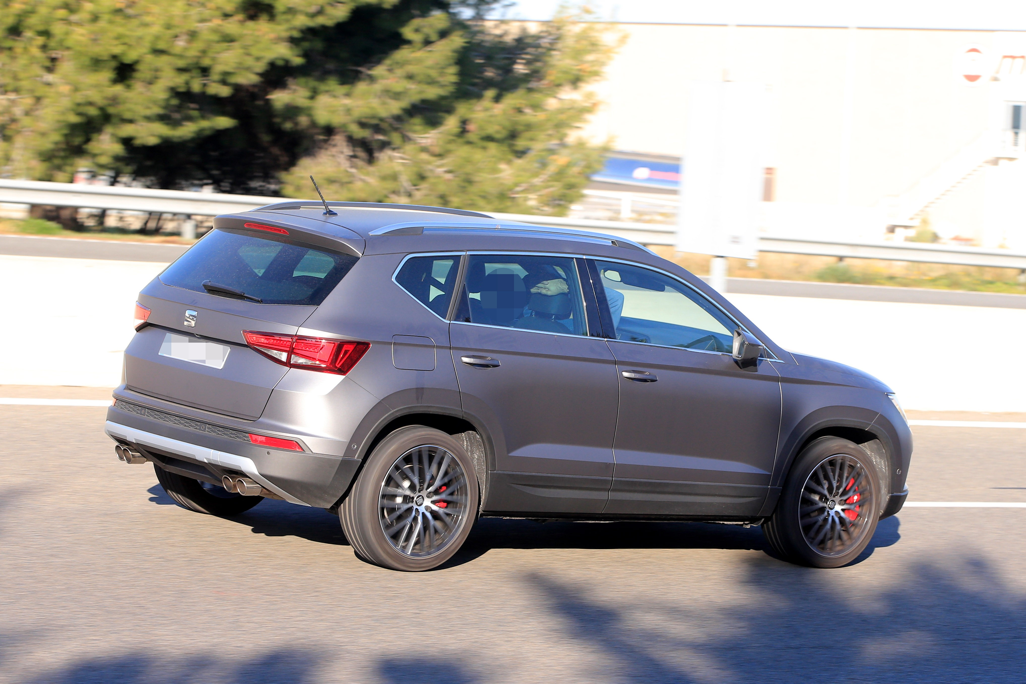 2016 - [Seat] Ateca - Page 21 Seat-ateca-cupra-spied-in-full-view-while-testing-in-spain_8