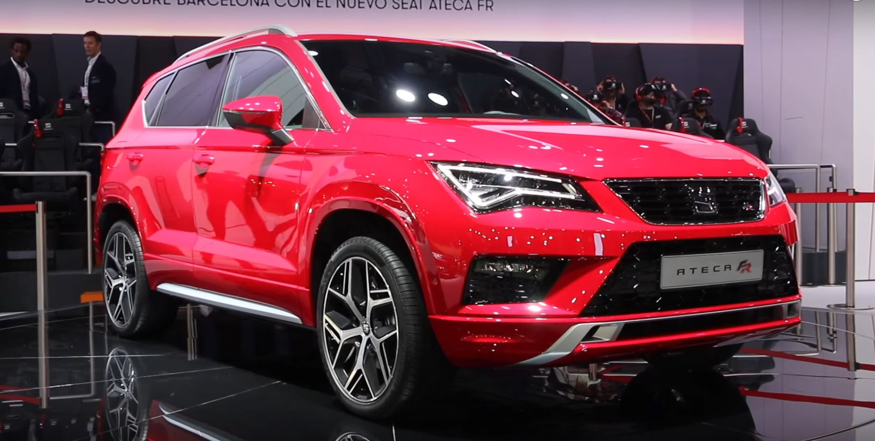seat ateca fr shown in barcelona looks cool in red autoevolution. Black Bedroom Furniture Sets. Home Design Ideas