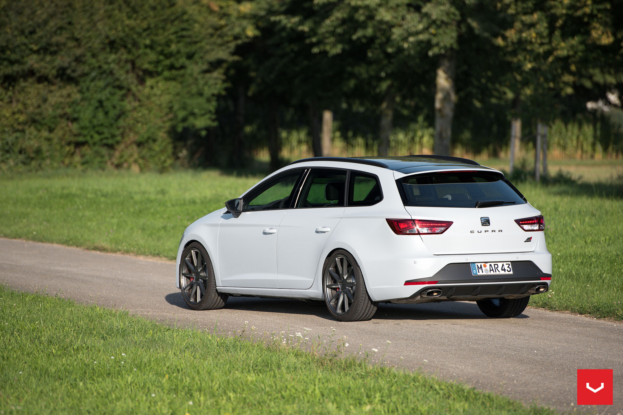 seat leon cupra st on vossen wheels is light tuning for the family man autoevolution. Black Bedroom Furniture Sets. Home Design Ideas