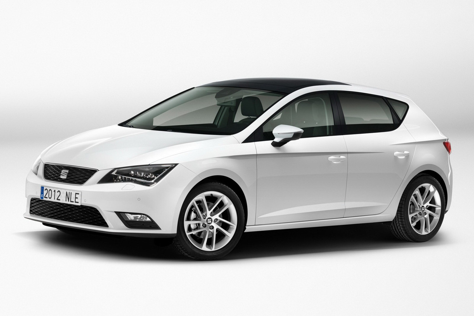 stunning new seat leon official pictures leaked autoevolution. Black Bedroom Furniture Sets. Home Design Ideas