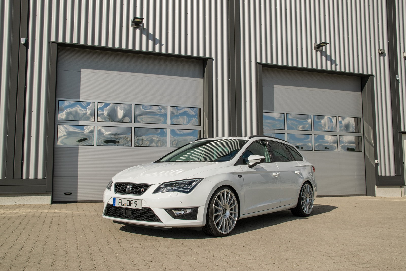 a look at the seat leon st panoramic roof option. Black Bedroom Furniture Sets. Home Design Ideas