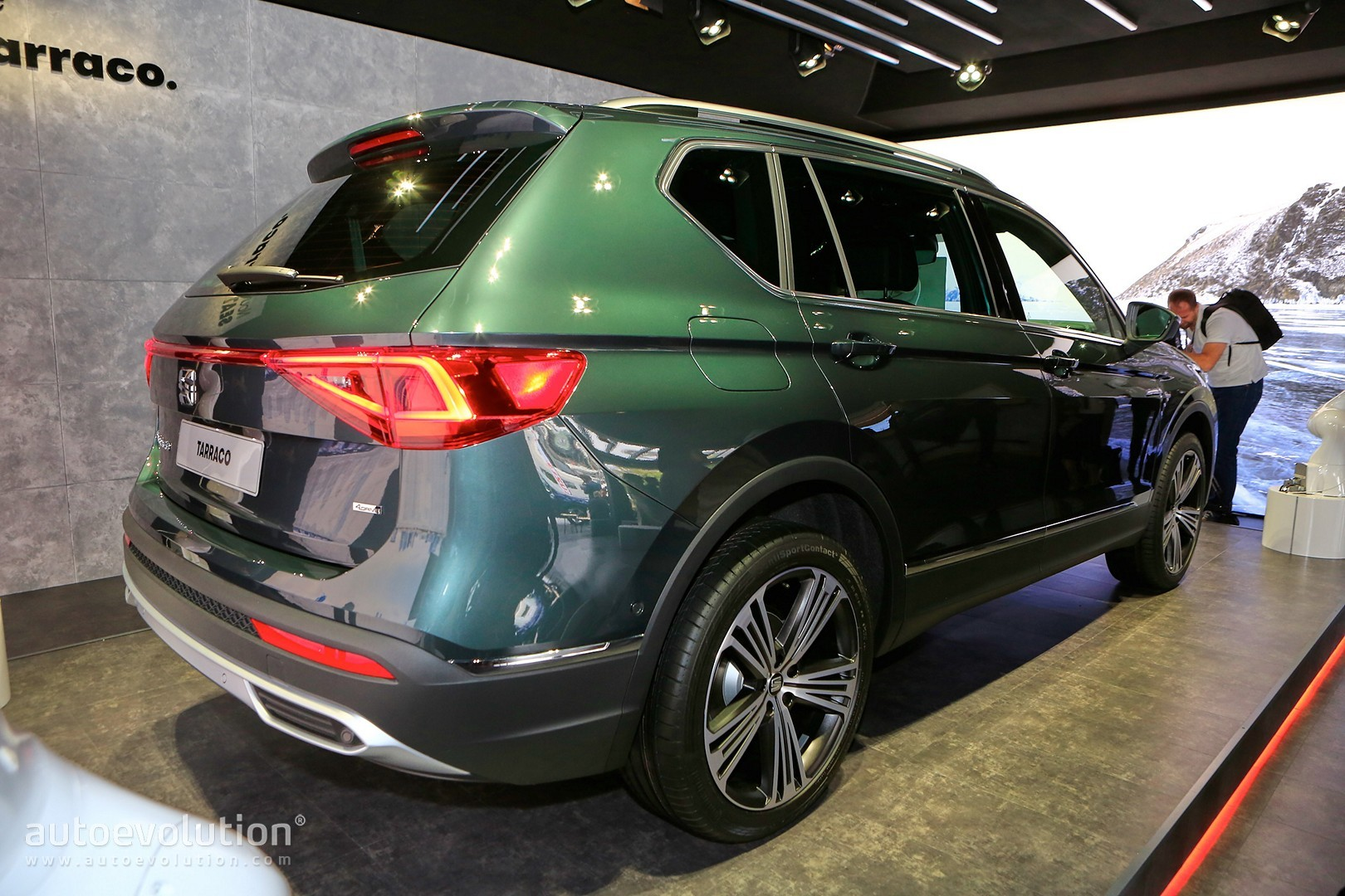 seat tarraco looks way better at the paris motor show. Black Bedroom Furniture Sets. Home Design Ideas