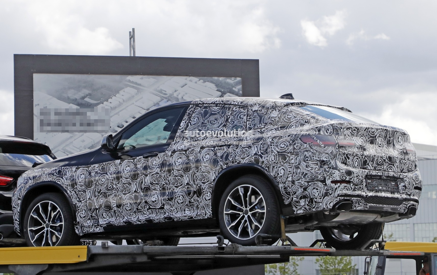 second generation g02 bmw x4 makes spyshot debut will get x4 m version autoevolution. Black Bedroom Furniture Sets. Home Design Ideas