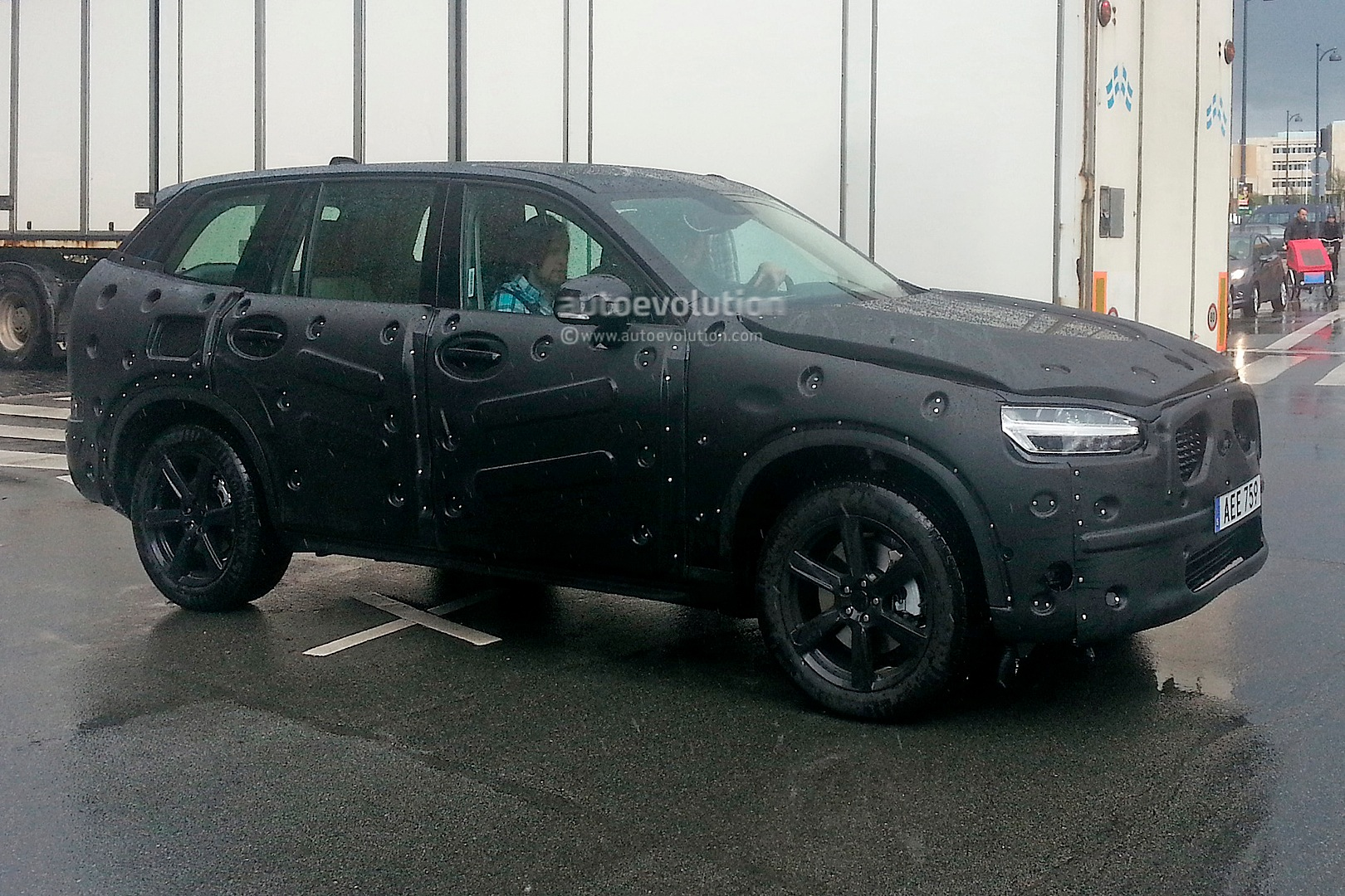 second generation volvo xc90 spied in detail getting ready to launch in 2015 autoevolution. Black Bedroom Furniture Sets. Home Design Ideas