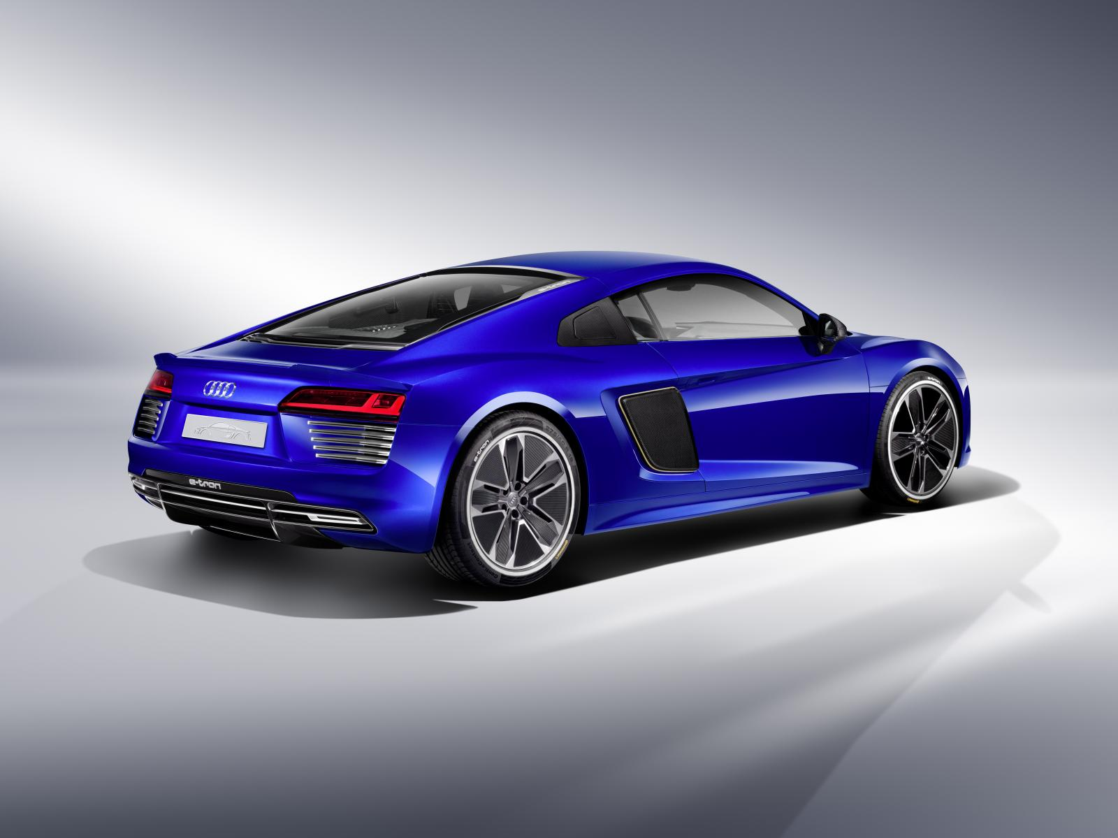 self driving audi r8 e tron concept unveiled i robot rsq finally here autoevolution. Black Bedroom Furniture Sets. Home Design Ideas