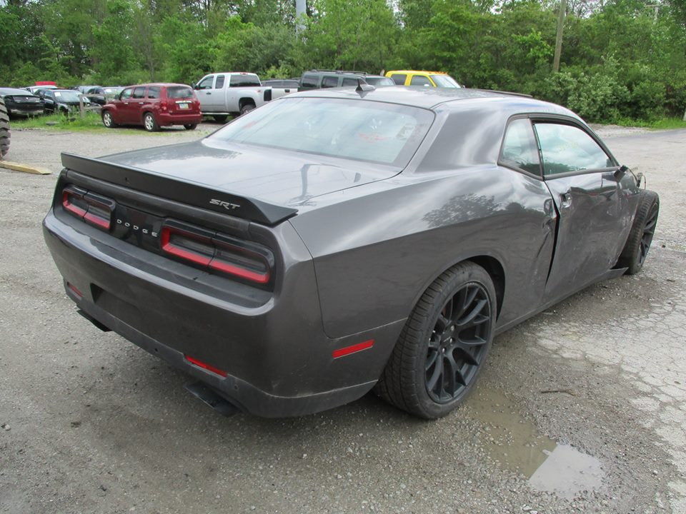 seriously trashed dodge challenger hellcat shows up for sale with clean title autoevolution. Black Bedroom Furniture Sets. Home Design Ideas