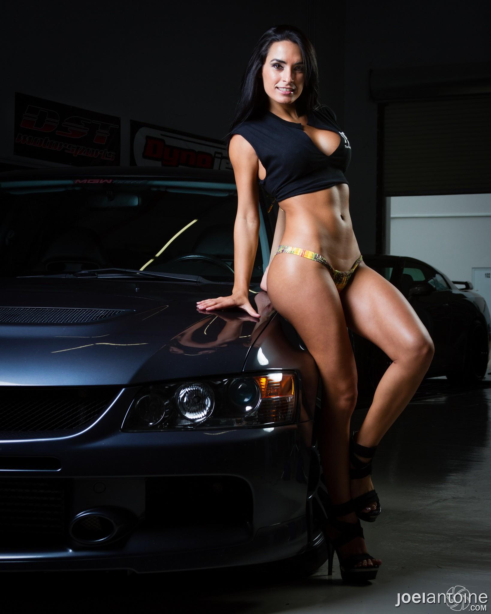 Сексуальные девушки в авто 2 фотография