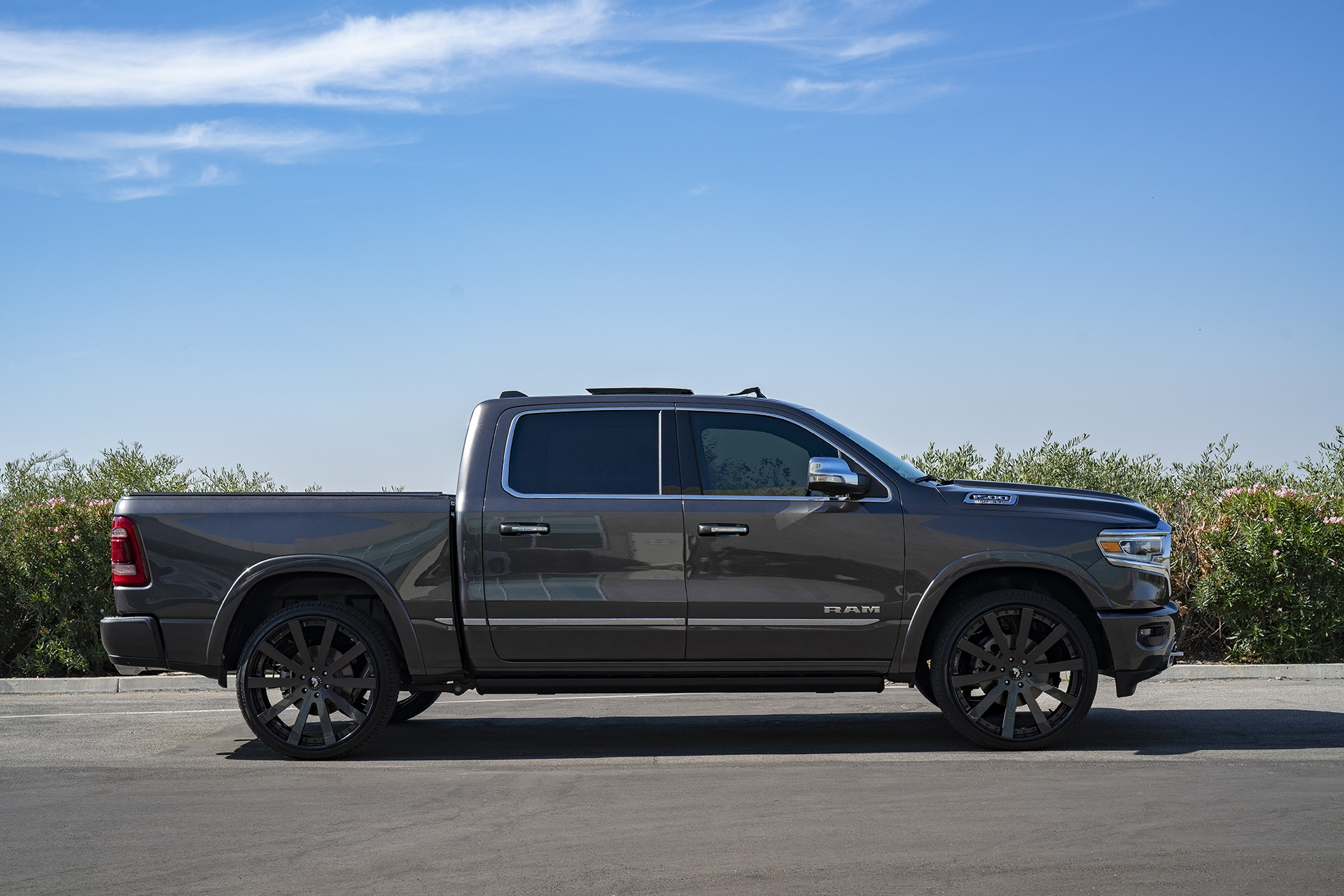 Hybrid Pickup Trucks >> Shaquille O'Neal Tunes His 2019 Ram 1500 With Forgiato Wheels - autoevolution