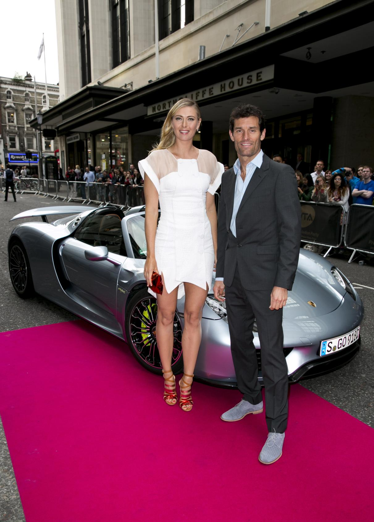 sharapova-and-mark-webber-get-off-a-porsche-918-spyder-at-pre-wimbledon-party-photo-gallery_2 Marvelous Porsche 918 Spyder Mark Webber Cars Trend