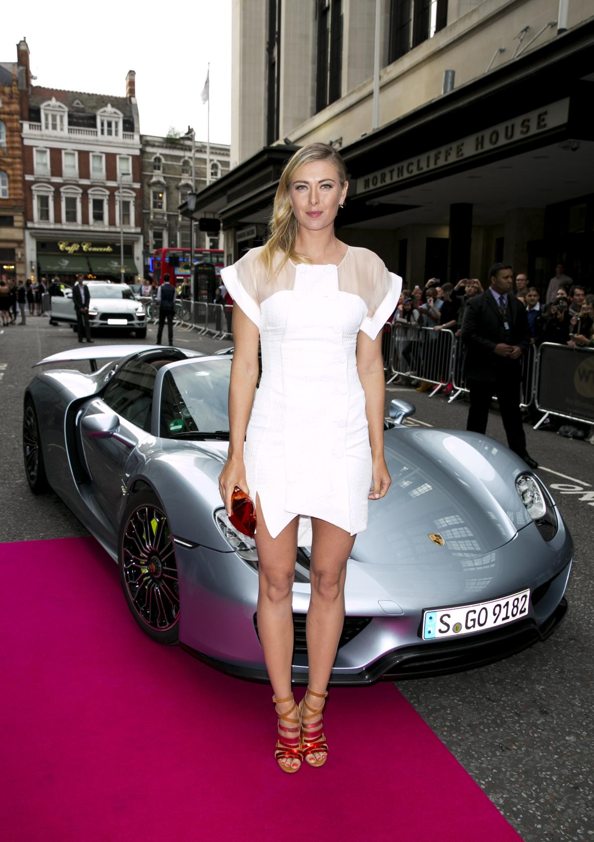 sharapova-and-mark-webber-get-off-a-porsche-918-spyder-at-pre-wimbledon-party-photo-gallery_4 Marvelous Porsche 918 Spyder Mark Webber Cars Trend
