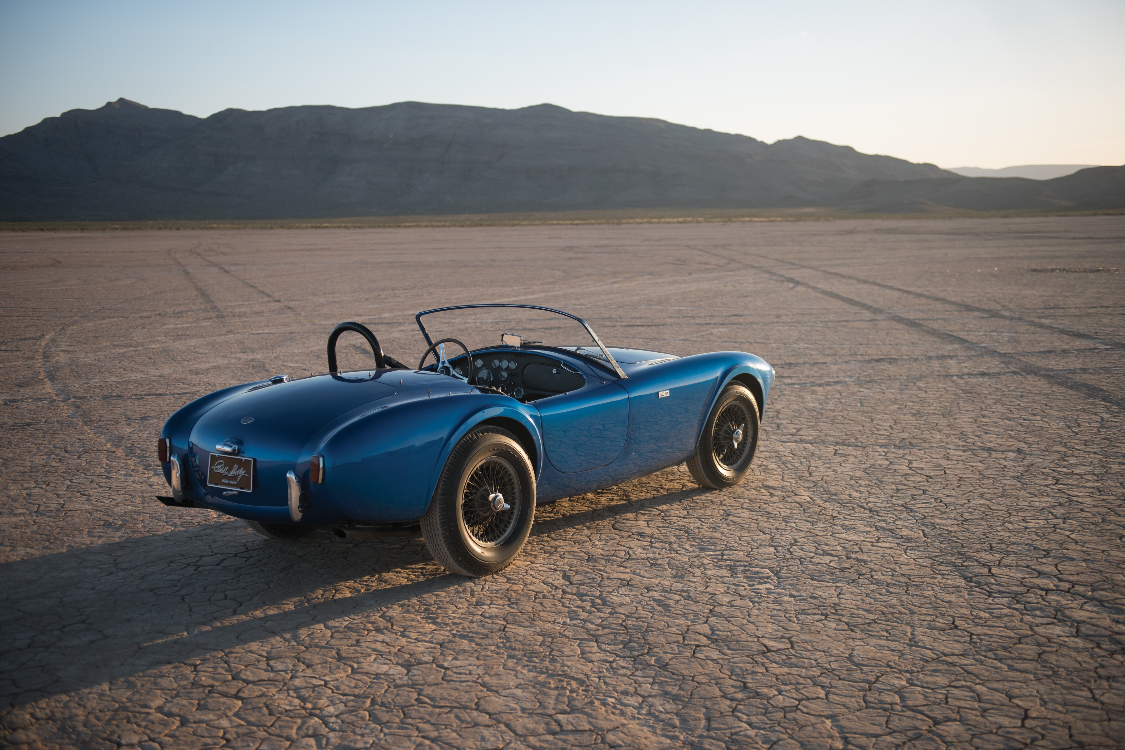 carroll shelby 39 s 1962 shelby cobra csx 2000 will be auctioned at rm monterey autoevolution. Black Bedroom Furniture Sets. Home Design Ideas