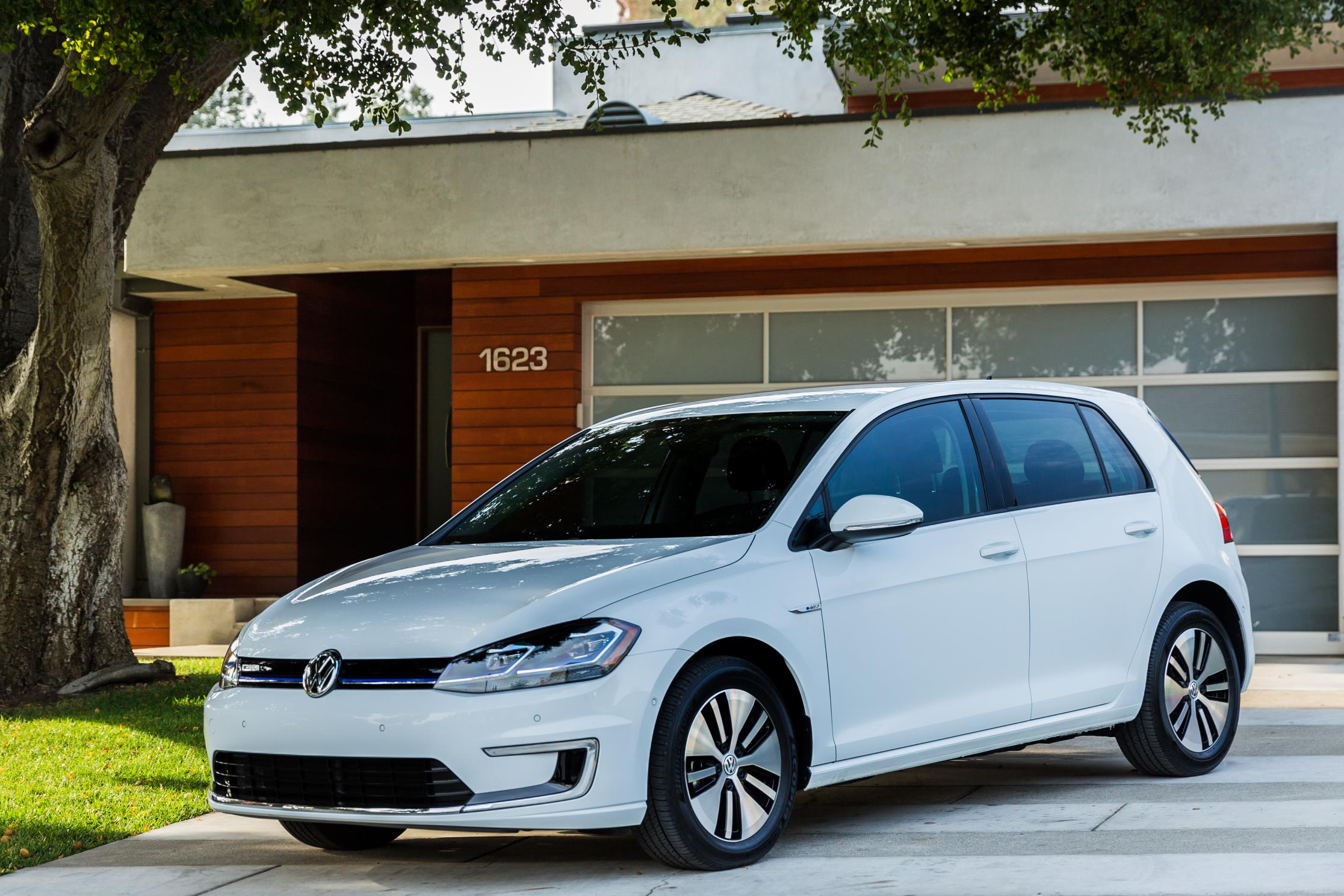 A Simple Guide To The Basics Of Electric Car Charging Autoevolution Vehicle 2017 Volkswagen E Golf