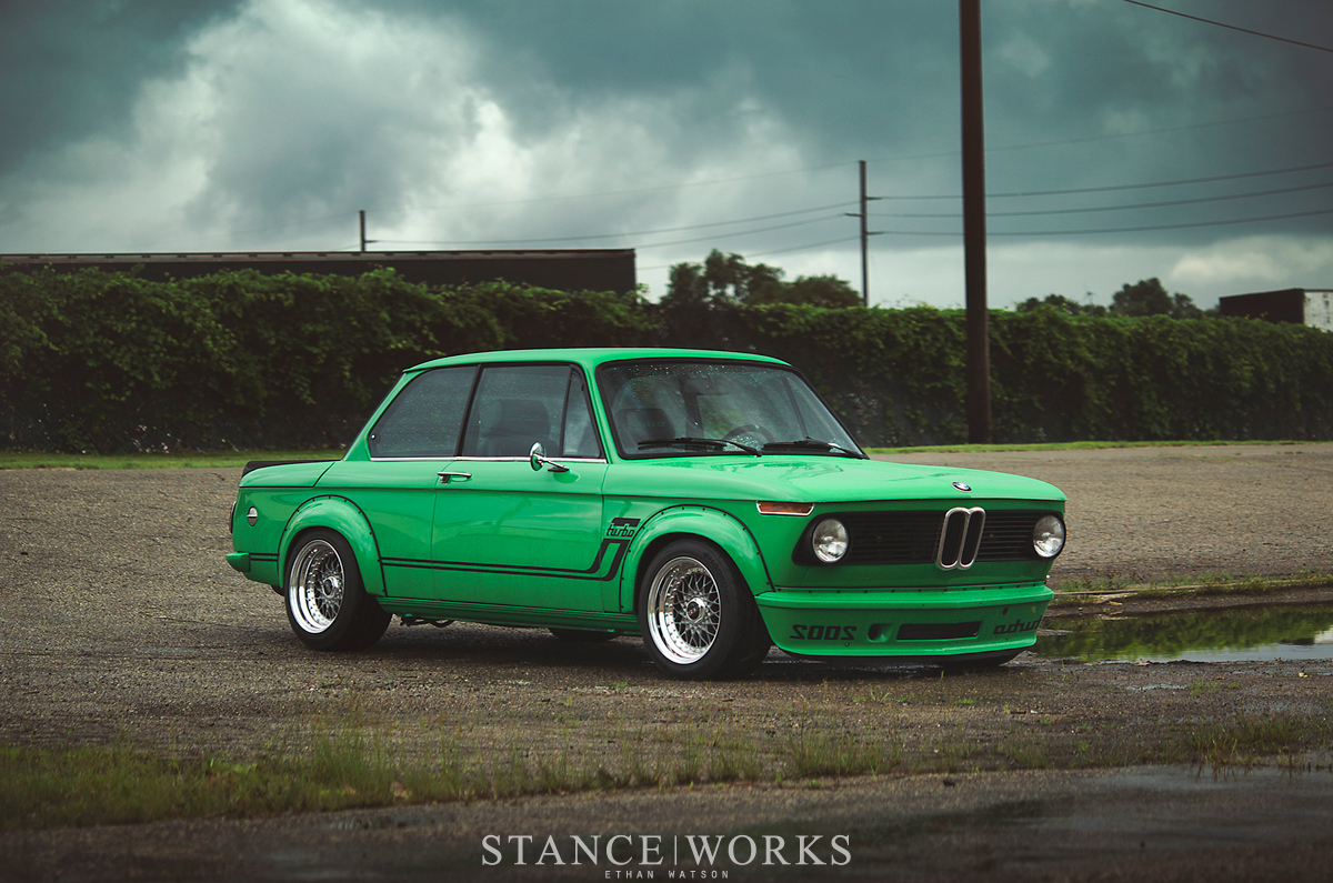signal green bmw 2002 turbo is a work of art autoevolution. Black Bedroom Furniture Sets. Home Design Ideas