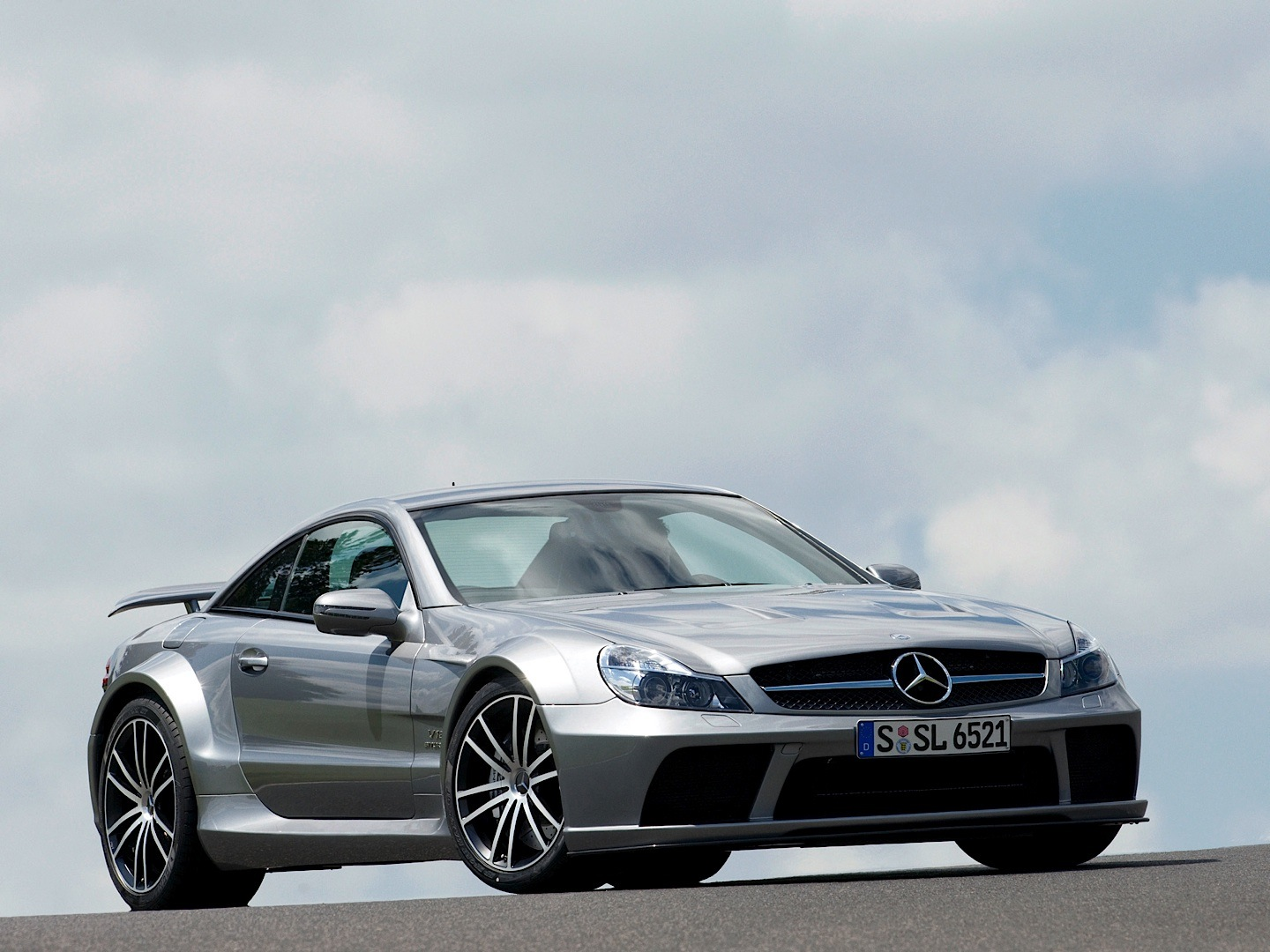 Six mercedes benz models in edmund 39 s top 100 greatest for Mercedes benz cars photos