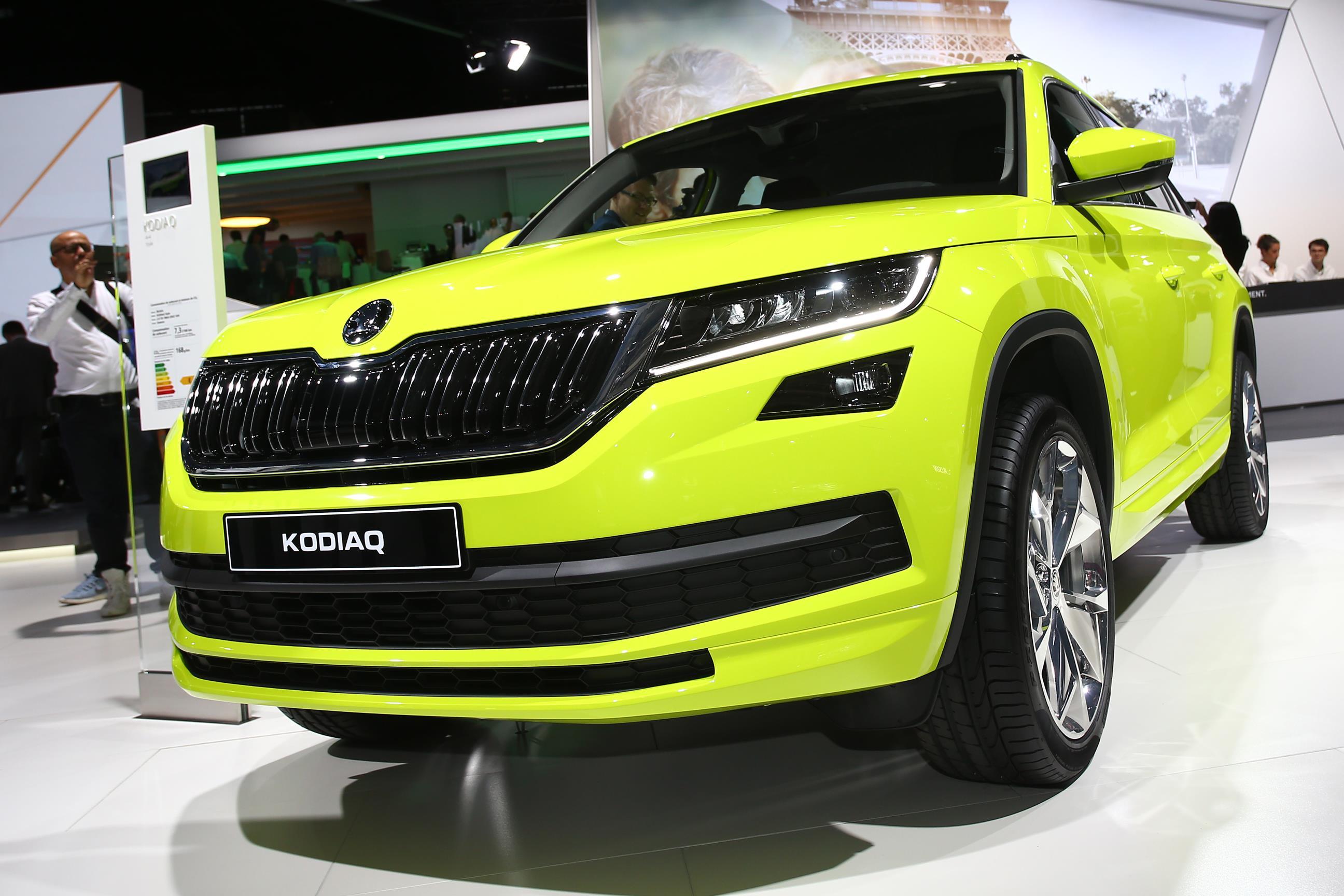 skoda kodiaq brings speed yellowgreen paint and door. Black Bedroom Furniture Sets. Home Design Ideas