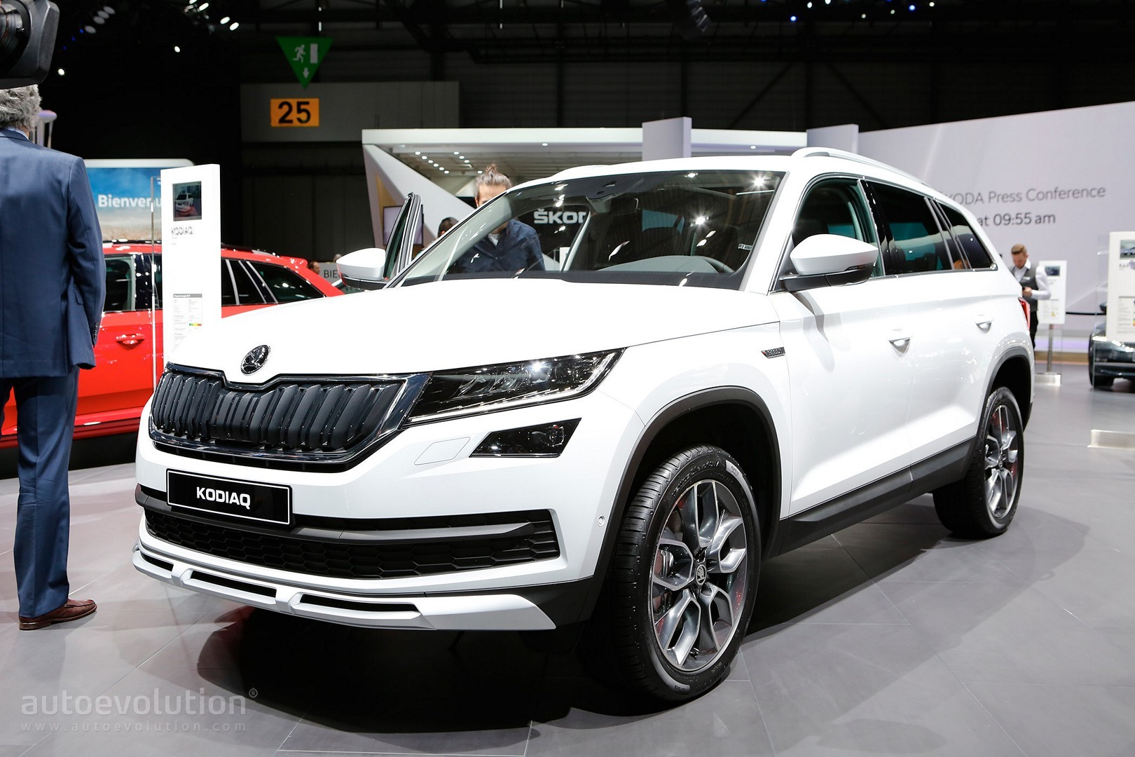 Skoda Kodiaq Sportline And Scout Show Carbon And Wood