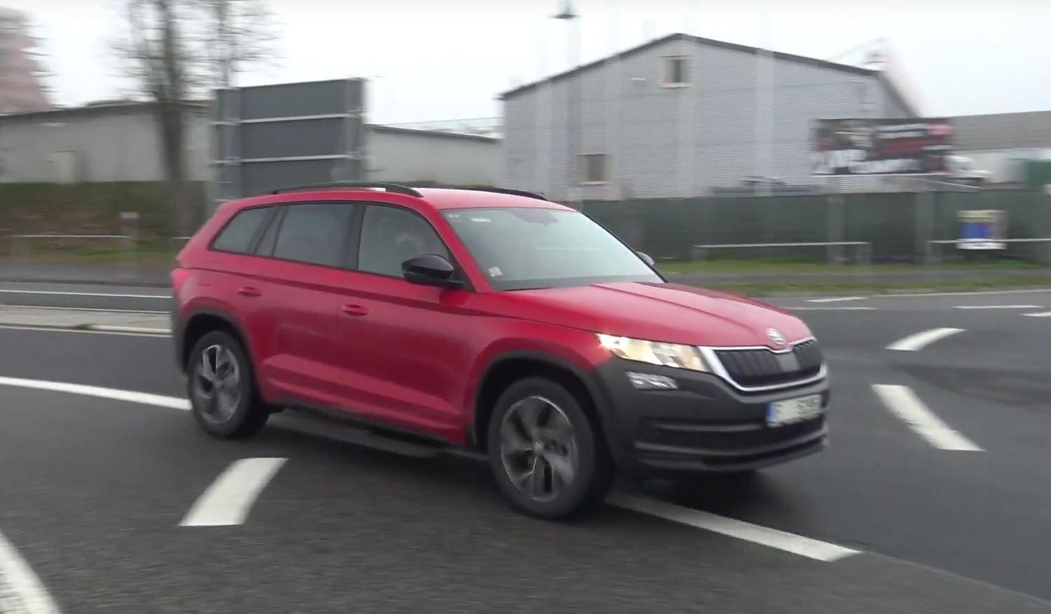 skoda kodiaq testing hard at the nurburgring could be the rs autoevolution. Black Bedroom Furniture Sets. Home Design Ideas