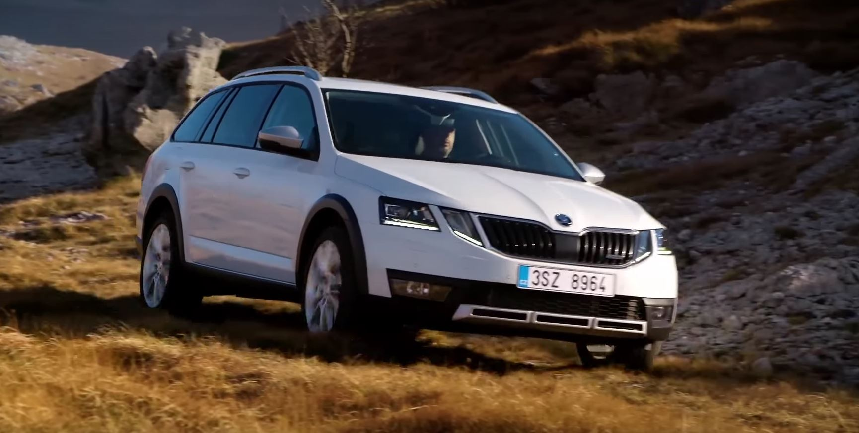 skoda releases 2017 octavia scout off road driving footage autoevolution. Black Bedroom Furniture Sets. Home Design Ideas