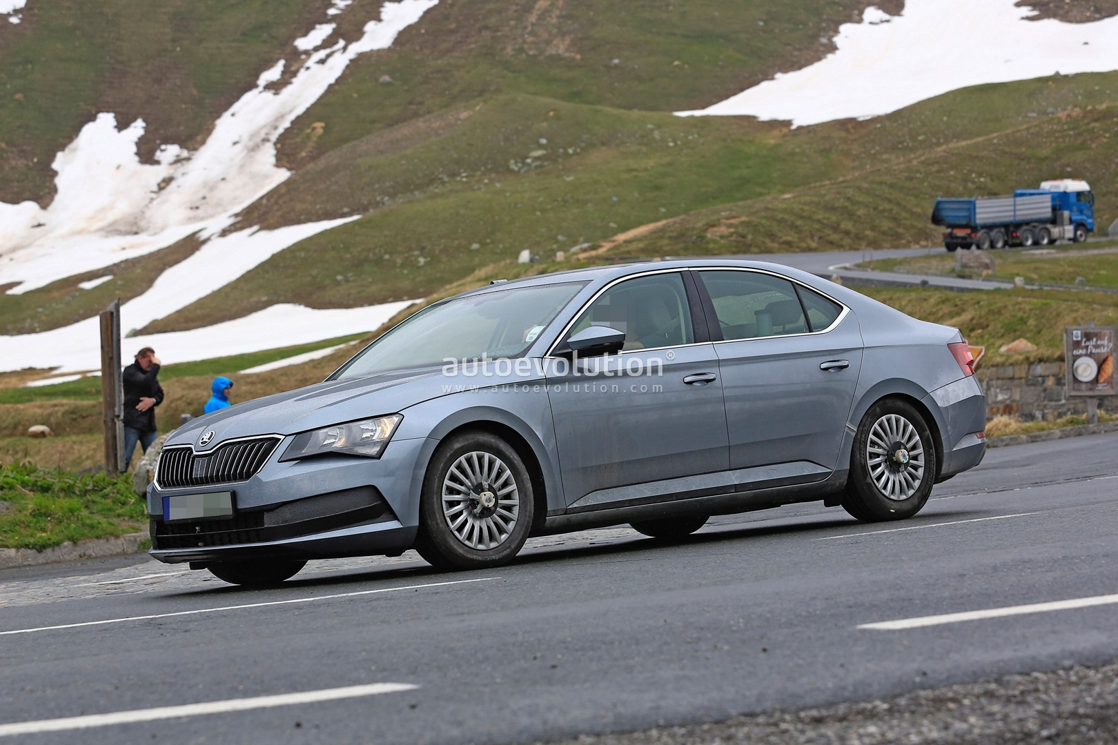 all new skoda superb coming in 2016 with plug in hybrid version autoevolution. Black Bedroom Furniture Sets. Home Design Ideas