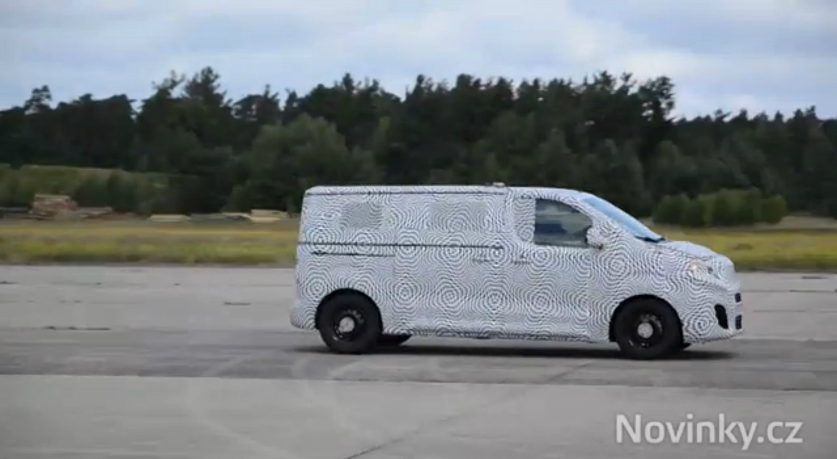 Skoda Van Spied During Testing, It's Based On the New Volkswagen Transporter T6 - autoevolution