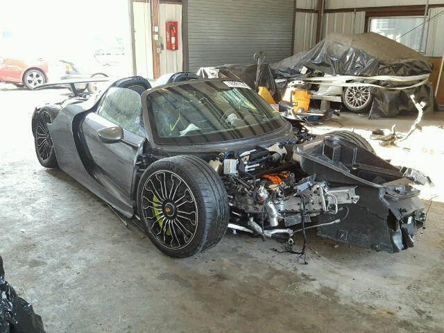 slightly totaled porsche 918 spyder shows up at salvage auction autoevolution. Black Bedroom Furniture Sets. Home Design Ideas