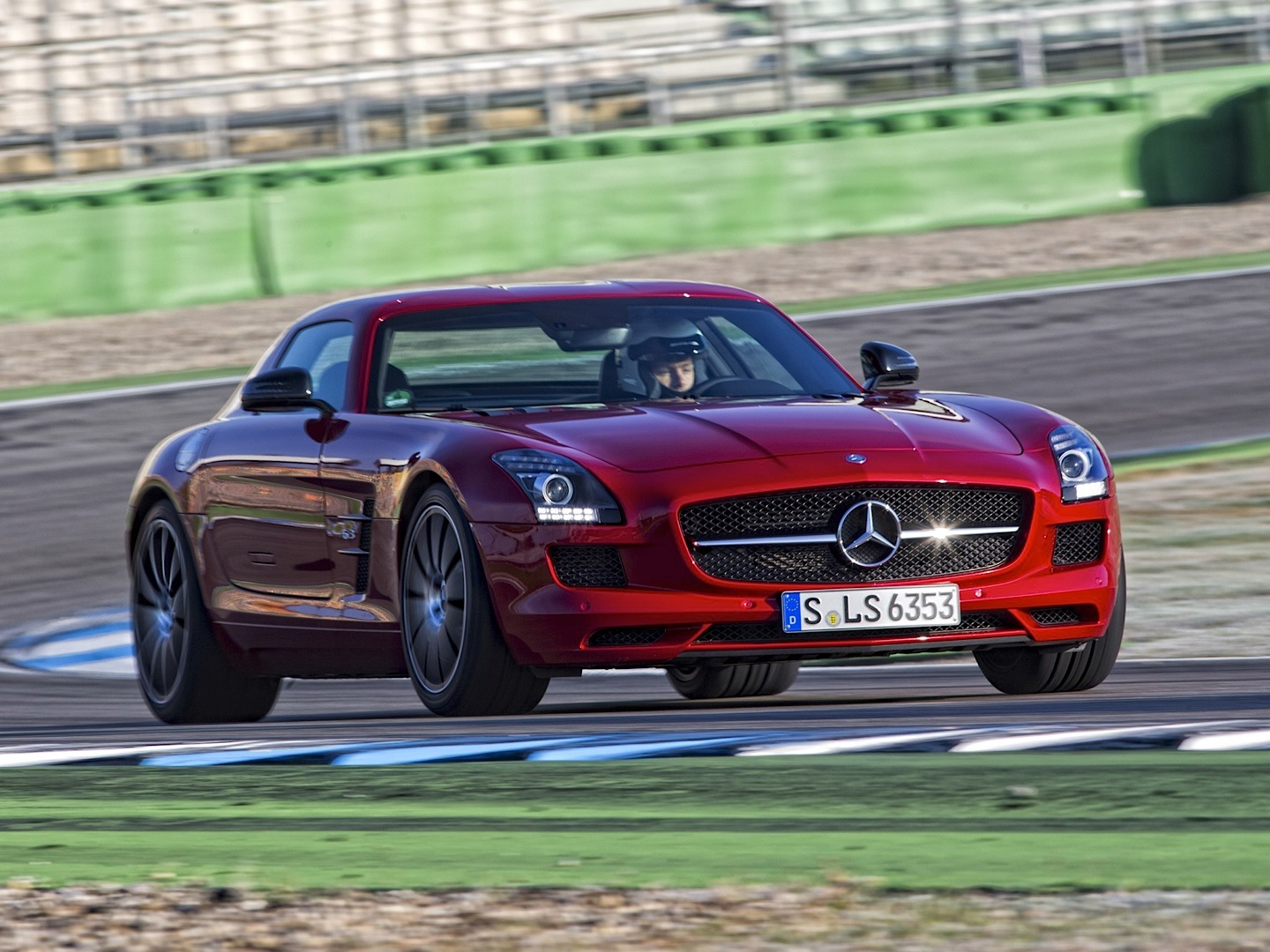 sls amg gt co pilot view and sound is terrifying autoevolution. Black Bedroom Furniture Sets. Home Design Ideas