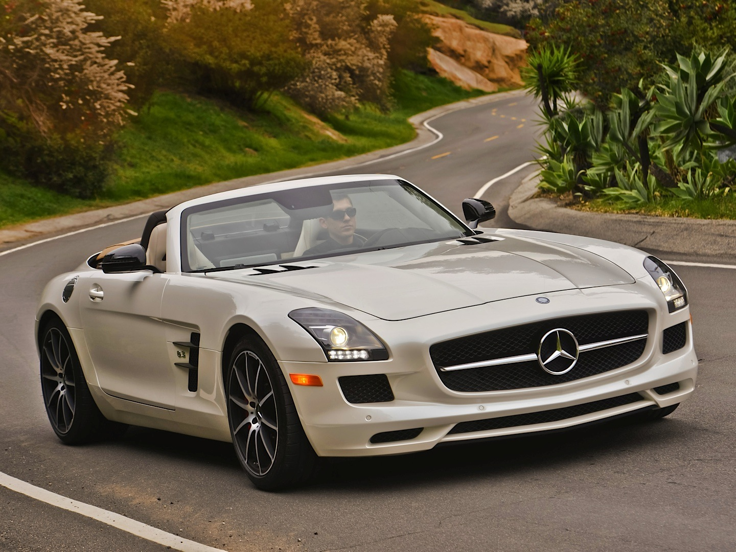 the sls amg gt roadster doesn 39 t get obituary by autoweek autoevolution. Black Bedroom Furniture Sets. Home Design Ideas