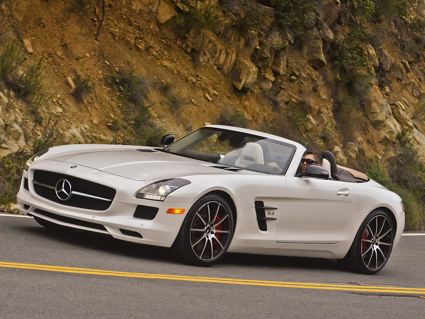 mercedes benz sls amg gt roadster gets reviewed by autoblog autoevolution. Black Bedroom Furniture Sets. Home Design Ideas