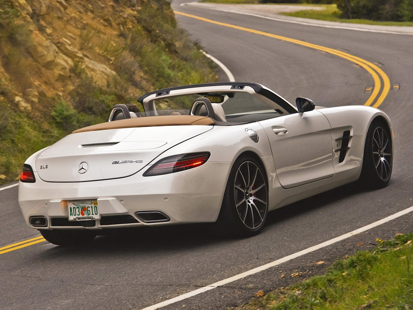 Mercedes Benz Sls Amg Gt Roadster Gets Reviewed By