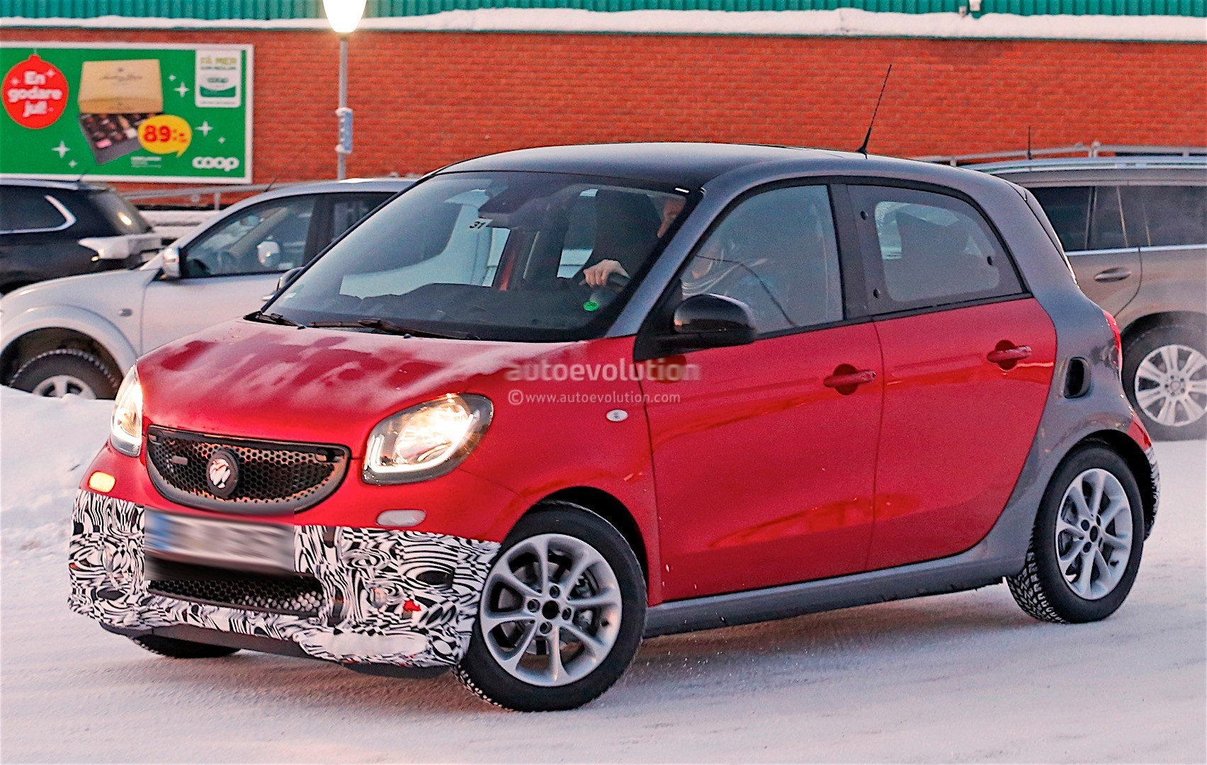 smart forfour brabus chooses red for winter testing looks ready to roll out autoevolution. Black Bedroom Furniture Sets. Home Design Ideas