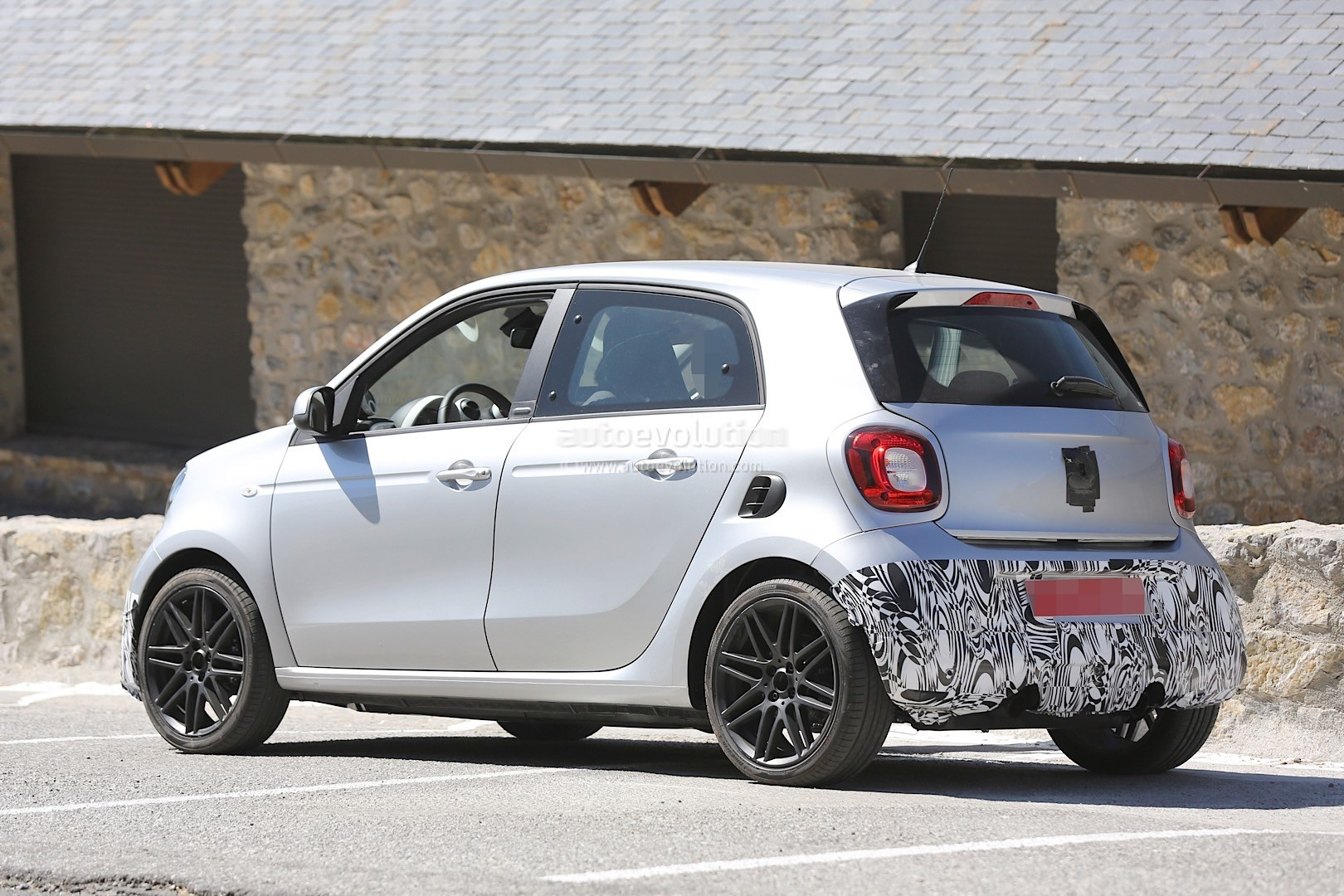 smart forfour brabus spotted again looks ready to step up into production autoevolution. Black Bedroom Furniture Sets. Home Design Ideas