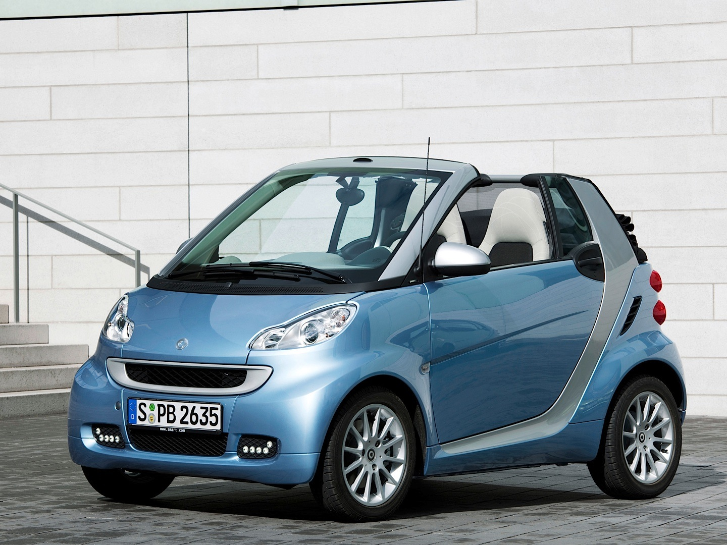 smart fortwo cabriolet is the cheapest convertible in the us autoevolution. Black Bedroom Furniture Sets. Home Design Ideas