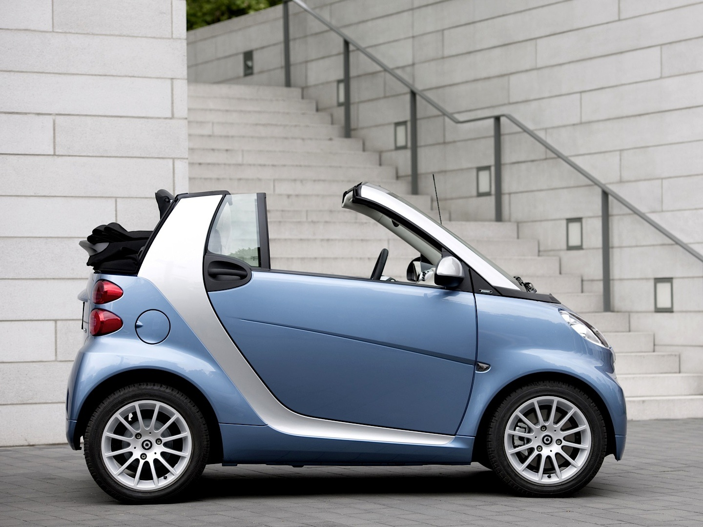smart fortwo cabriolet is the cheapest convertible in the us. Black Bedroom Furniture Sets. Home Design Ideas