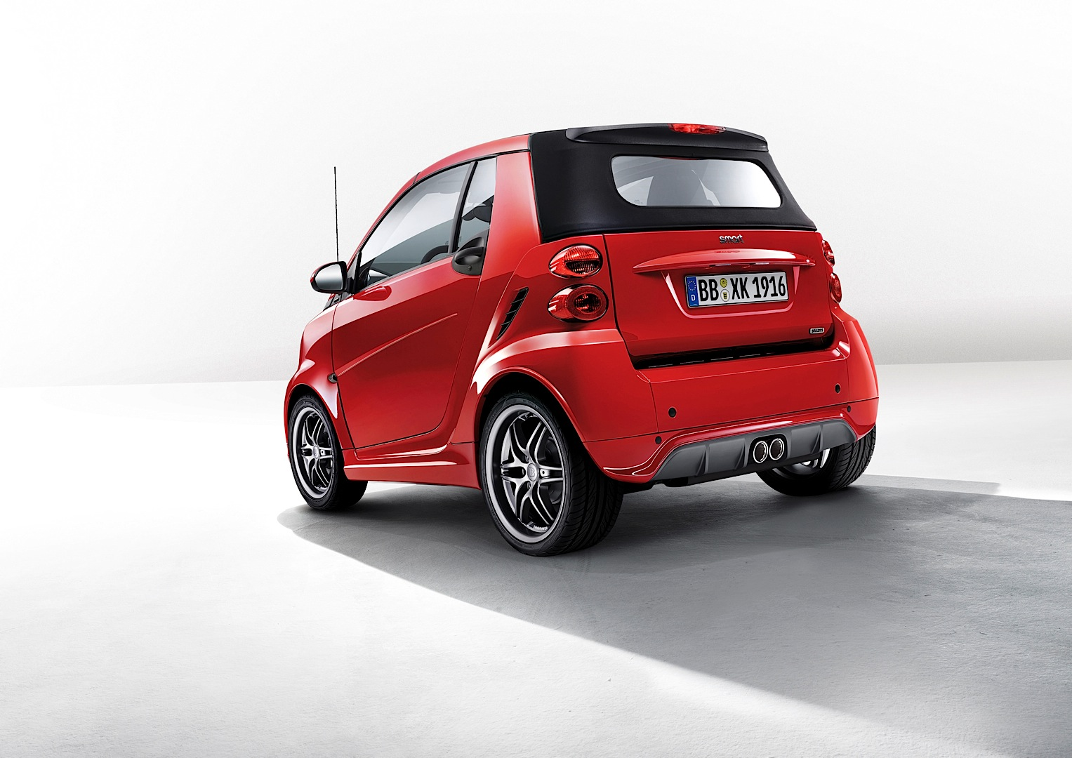 smart launches brabus xclusive red edition at geneva autoevolution. Black Bedroom Furniture Sets. Home Design Ideas