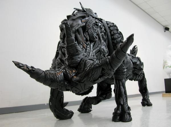 south korean artist turns scrap tires into frighting sculptures video autoevolution. Black Bedroom Furniture Sets. Home Design Ideas